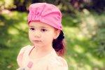 Mała dziewczynka na świeżym powietrzu
