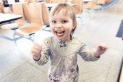 radosne dziecko w przedszkolu